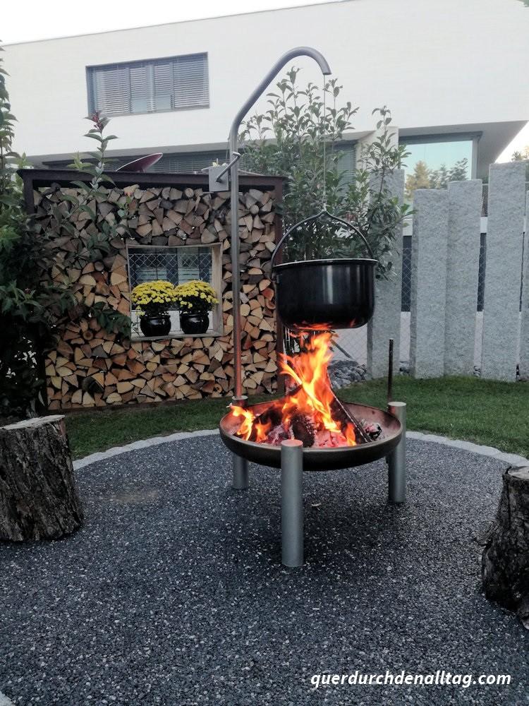 Älplermagronen vom Feuer