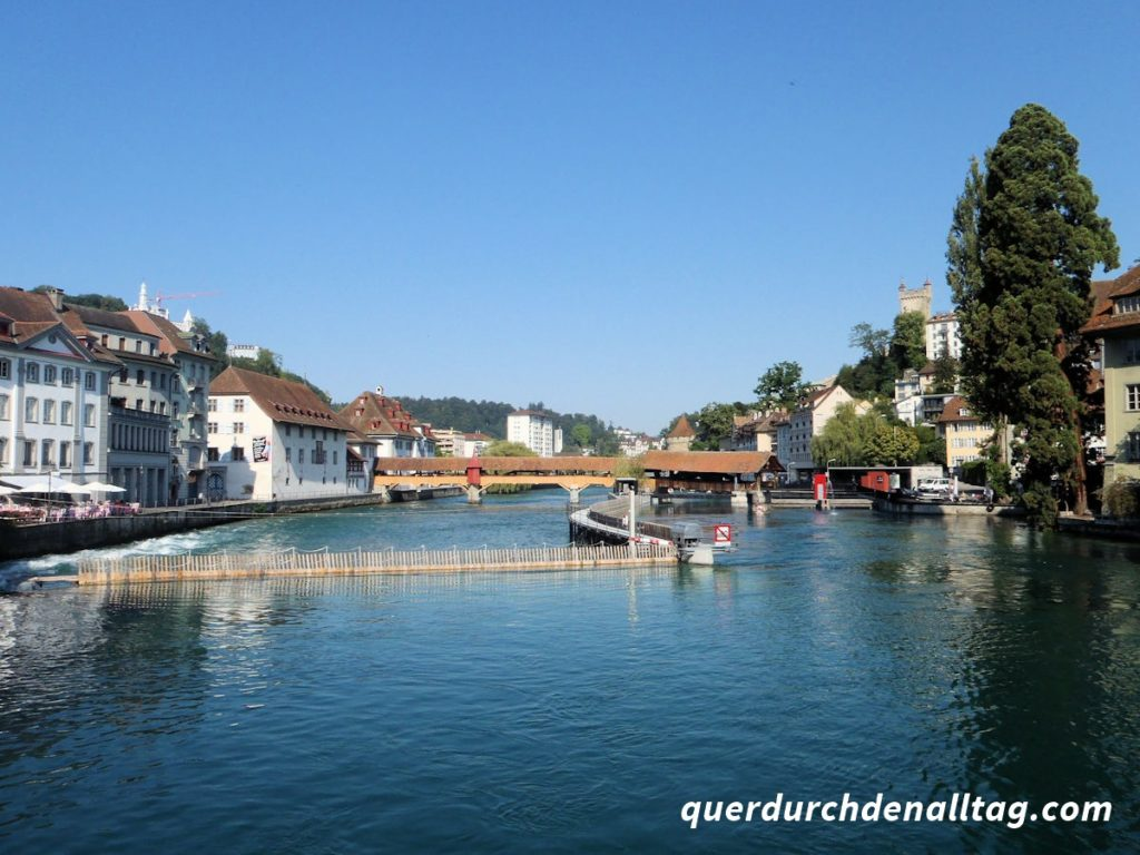 Luzern Reuss Wehr Spreuerbrücke Museggmauer
